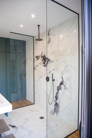 image de verre en paroi de douche